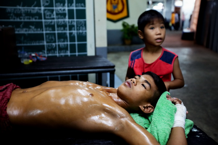 muay-thai-tradition-culture-lumpini-rajadamnern-stadium-bangkok-mongkol-mongkin-buakaw- lumpinee-wai-khru-boxing-information-children-info-samui  (2)