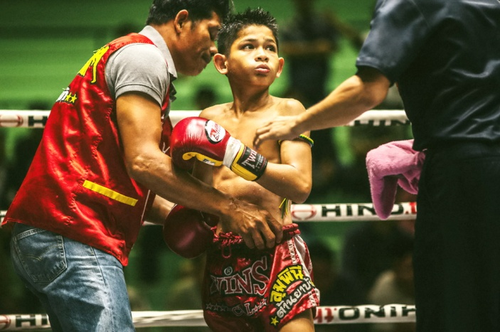 muay-thai-tradition-culture-lumpini-rajadamnern-stadium-bangkok-mongkol-mongkin-buakaw- lumpinee-wai-khru-boxing-information-children-info-samui  (9)