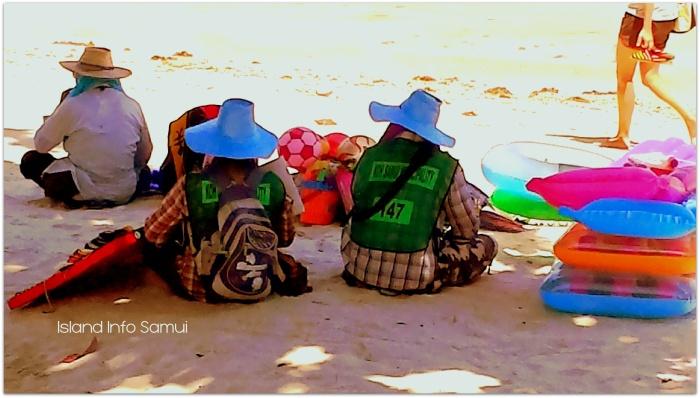 Beach Vendors-Beach Sellers-Koh Samui-Chaweng Beach-Lamai Beach-Choeng Mon Beach-Island Info Samui (z33)