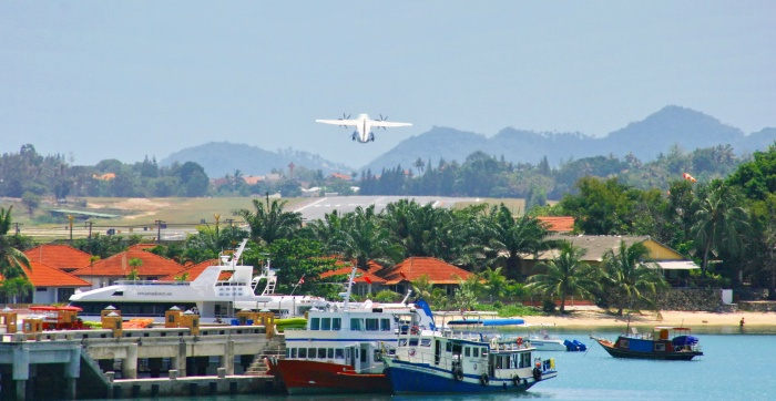 Koh Samui airport, Bangkok Airways, ATR72, takes off, usm, island info samui