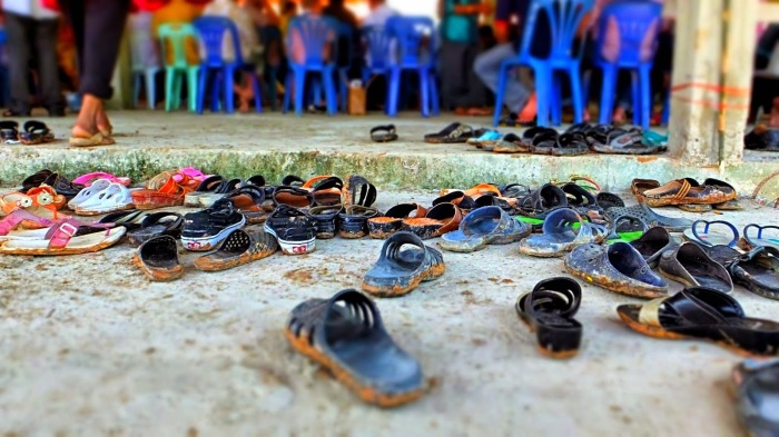 remove-shoes-flip-flops-shoes-greeting-culture-informal-thai-thailand-customs-thai-temples-buddha