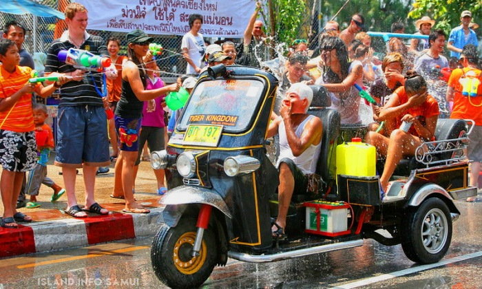 Tuk Tuk water fight