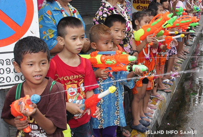 songkran, local kids